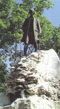 Statue de J-J. Rousseau - © Sergio Palumbo - 123 Savoie