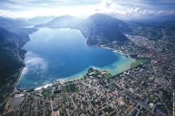 Lac d'Annecy - Vue aérienne © A. Gerard / Annecy Tourisme