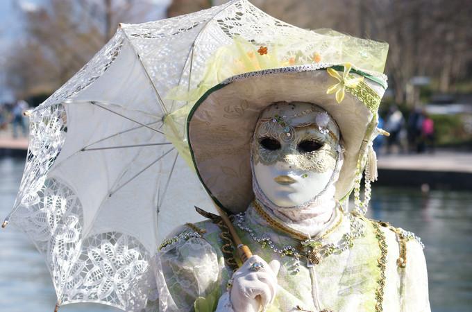 8. Calme au bord de l'eau - Carnaval d'Annecy 2014 © 123 Savoie