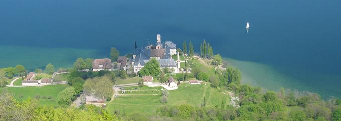 Abbaye d'Hautecombe et lac du Bourget © 123 Savoie