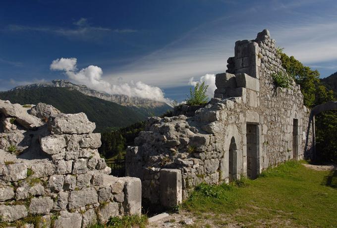 Ruines du Château de Montbel - Entremonts © Jean Dufresne
