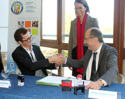 Stéphane Sauzedde, directeur de l'ESAAA ; Denis Varaschin, président de l'Université de Savoie et Sylvie Gillet de Thorey, vice-présidente de la région Rhônes-Alpes et vice-présidente de l'agglomération d'Annecy
