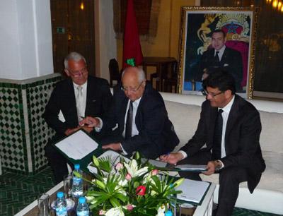 Christian Schaeffer, Jean-Pierre Vial et Mustapha Bakkoury lors de la signature de la convention