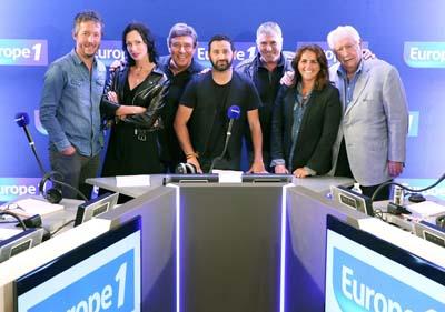 """Cyril Hanouna et l'équipe de """"Les pieds dans le plat"""" - © Capa Pictures-Europe 1 - Marie Etchegoyen"""
