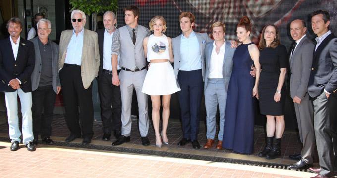 L'équipe du film Hunger Games - La Révolte - Partie 1 - © Denis Guignebourg - Bestimage