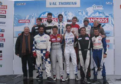 Trophée Andros Electrique ERDF à Val Thorens le 7 décembre 2014 - Tomer Sisley entouré des pilotes