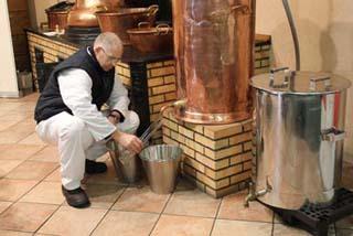 Distillerie des Alpes - le distilleur 1 - © Sergio Palumbo - 123 Savoie
