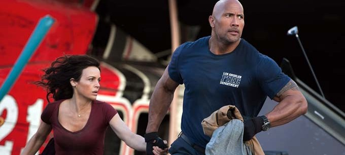 Carla Gugino et Dwayne Johnson - © Warner Bros. France