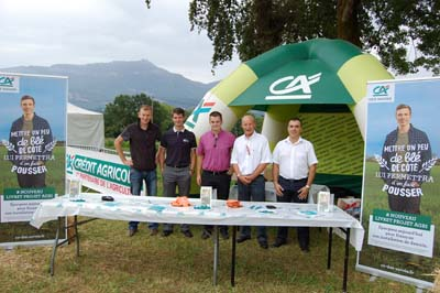 L'équipe du service agriculture et de l'agence de Cognin sur le stand du Crédit Agricole des Savoie