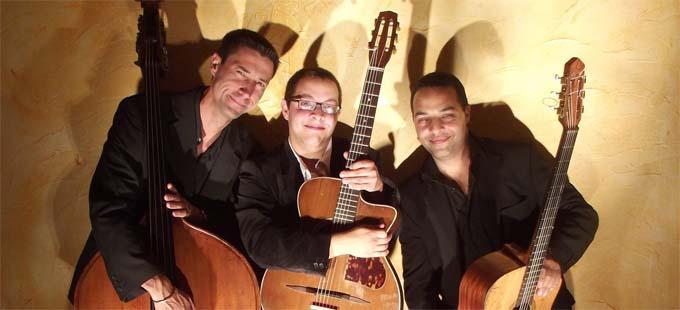 Thierry Chanteloup, contrebasse - Nitcho Reinhard, guitare solo et Youri Reinhardt, guitare rythmique