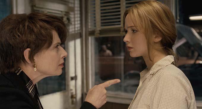 Isabella Rossellini et Jennifer Lawrence - © Twentieth Century Fox