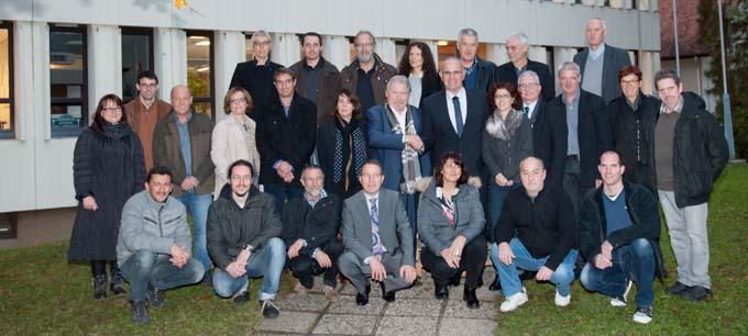 Poignée de main entre l'ancien Président Jacques Berruet et le nouveau, André Mollard