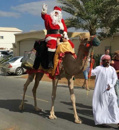 Le père Noël sur son chameau