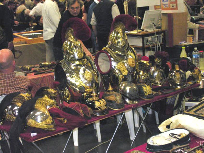 Salon bourse aux armes de collection photo 850x638 for Salon armes