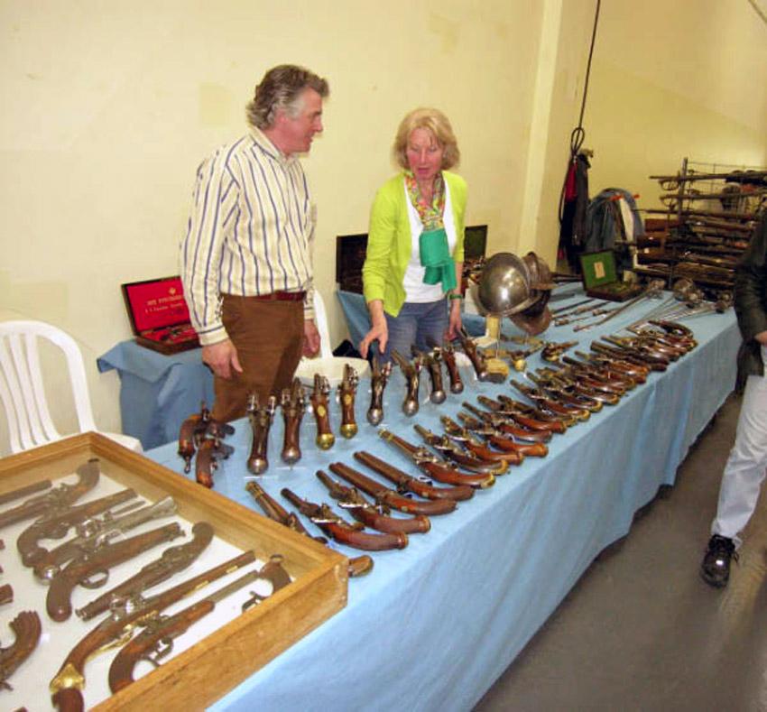 salon bourse aux armes de collection photo 850x789