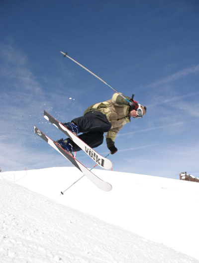 Ski freestyle dans le half-pipe