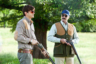 Ashton Kutcher et Tom Selleck 330x220