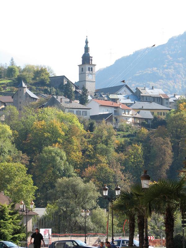 vue sur Conflans depuis la place de l'Europe à Albertville © 123 Savoie