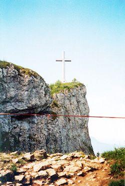La Croix du Nivolet vue depuis la sortie de la cheminée © 123 Savoie