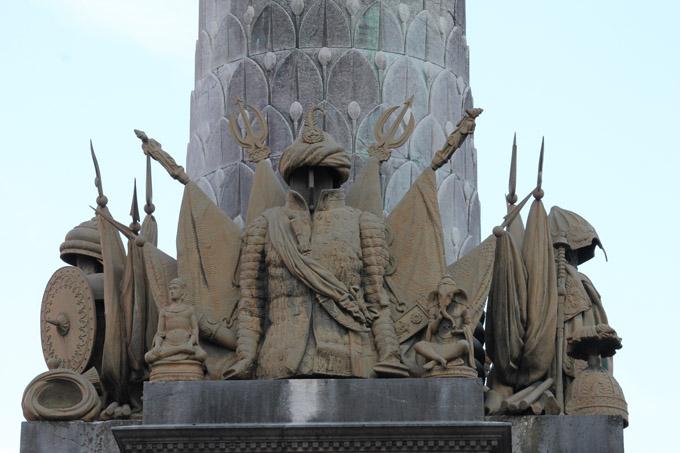 Fontaine des Eléphants, trophées vus depuis le Bd de la Colonne