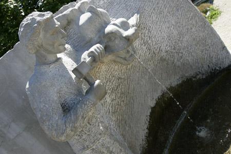 Fontaine tailleur de pierre © OT Samoëns