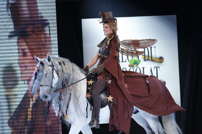 Sophie Thalmann défile au Salon du Chocolat 2013 - La fée - Styliste : Philippe Model - Chocolatier : Frédéric Cassel Fontainebleau. Avec la participation de Jean-Philippe Doux