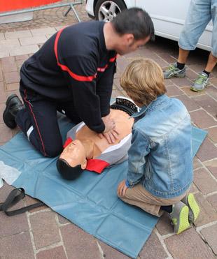 La Journée de la sécurité routière, démo massage cardiaque - © Sergio Palumbo - 123 Savoie
