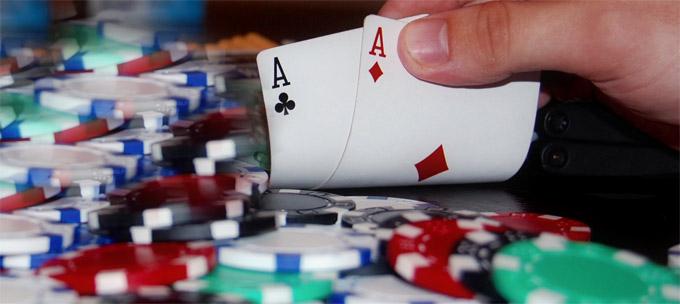Cartes et jetons de poker