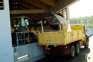 Chargement des camions d'intervention pour la viabilité hivernale - 1 - © ATMB