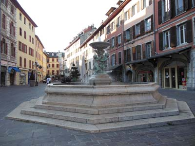 Fontaine de la place Saint-Léger - © Sergio Palumbo - 123 Savoie