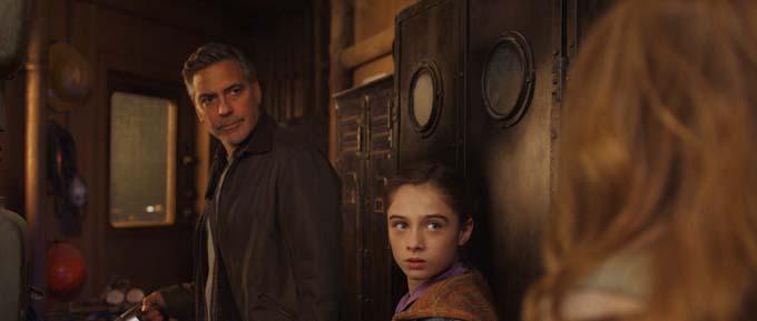 George Clooney et Raffey Cassidy - © 2015 Walt Disney Pictures