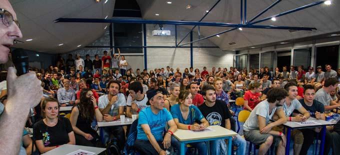 """Le défi """"quizz matériaux"""" pour s'affronter intellectuellement a été organisé avec des activettes (boitiers électroniques de réponses) utilisées pour certains cours à l'IUT de Chambéry et l'Université Savoie Mont Blanc"""