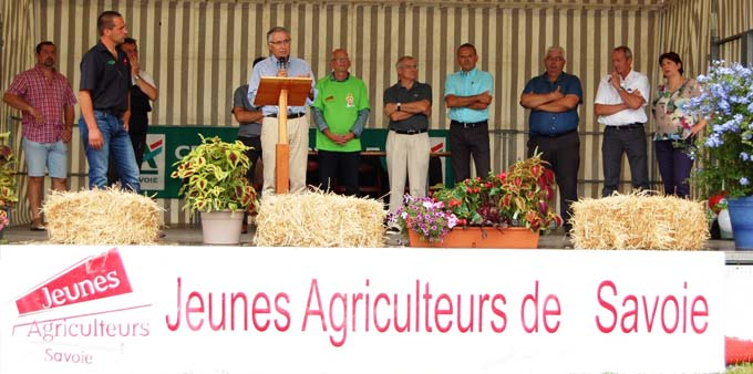 Discours de Jean-Yves Barnavon, Directeur Général du Crédit Agricole des Savoie aux côtés de Raphaël Nantois, Président des Jeunes Agriculteurs de Savoie