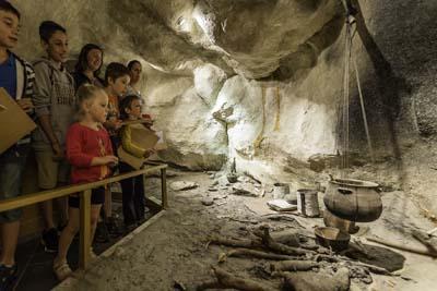 Grotte des Balmes qui domine Sollières-Sardières - ® DRault