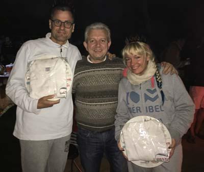 Laurent Rigaud a remis au roi Yvan et la reine Canella, une assiette souvenir et un beau polo de l' association