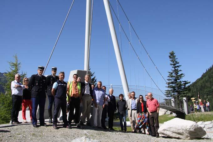 La cérémonie s'est déroulée en présence d'Eric Fournier, maire de Chamonix, et de nombreux autres élus locaux