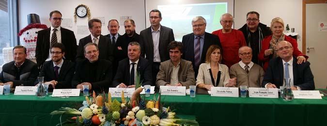 Signature du contrat vert et bleu - © ATMB